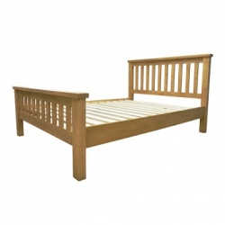 Country pine bed